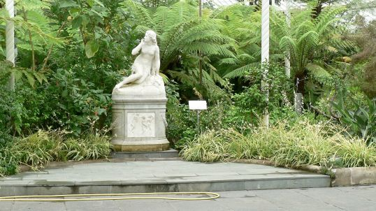 statue of Eve in Botanic Gdn